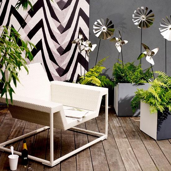 Contemporary-decked-garden